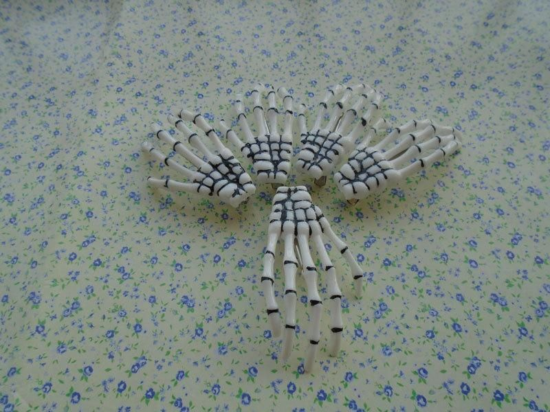 10pcs white color 70*40mm plastic bleeding skeleton hand hair clip , H2377 - Brought to you by Avarsha.com
