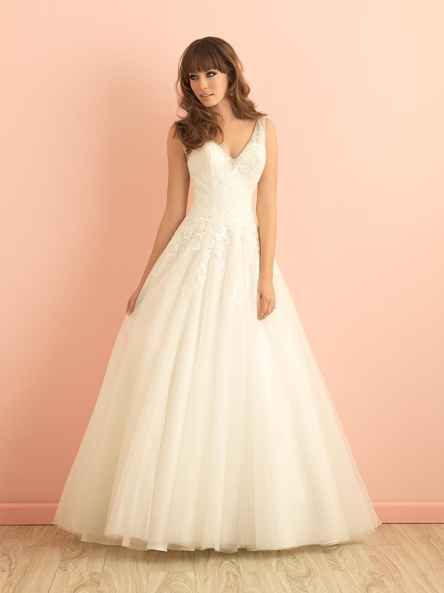 Vintage a line tulle lace wedding dress with v neckline open back