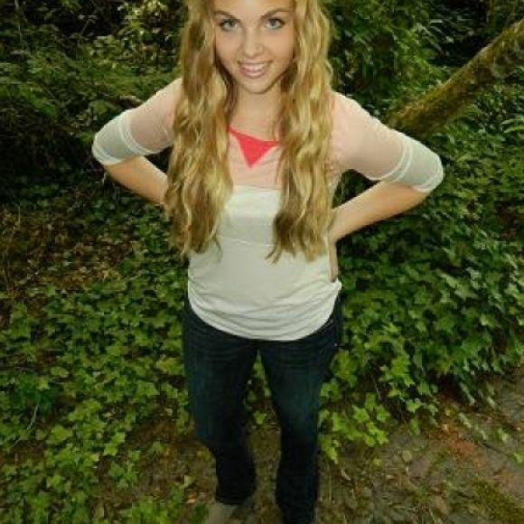 Aubrey V. lives in AE Skinny Kick jeans-please vote for Aubrey my daughter!!! www.ae.com