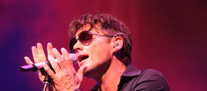 Article and picture gallery in hronline.de (in German, of course)  Frankfurt concert, May 3, 2012