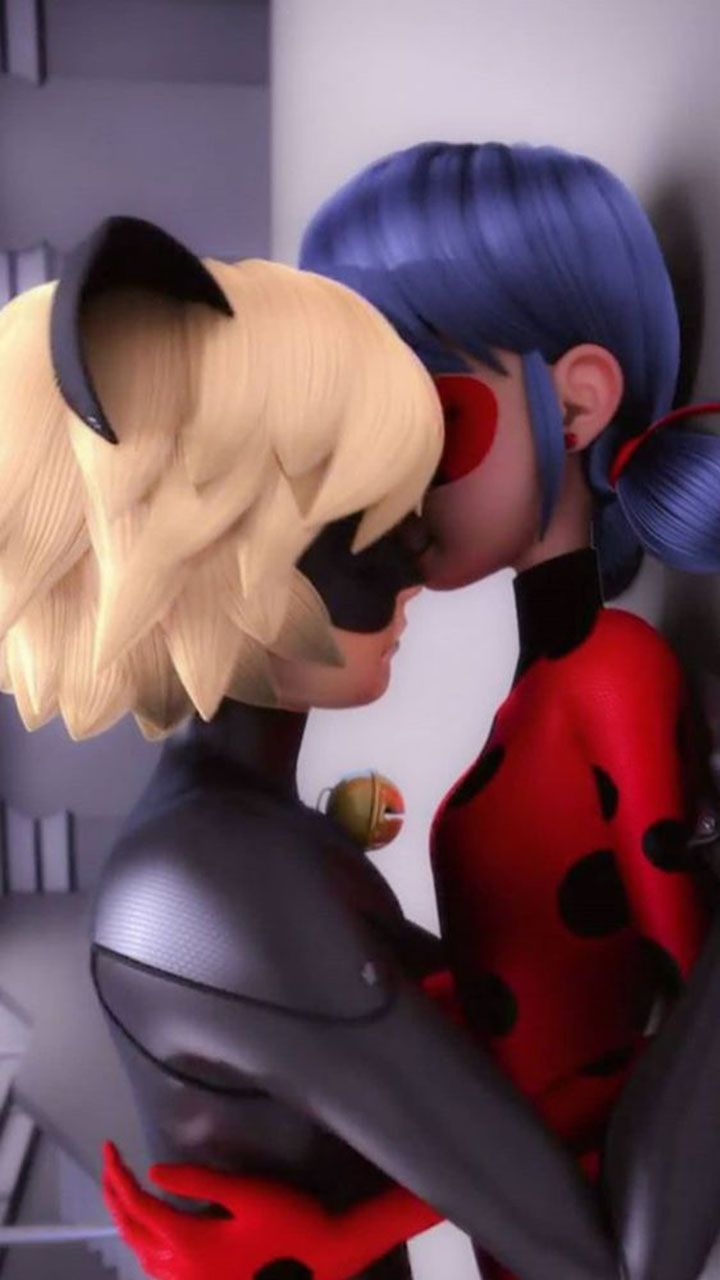 Kissing Cat Noir