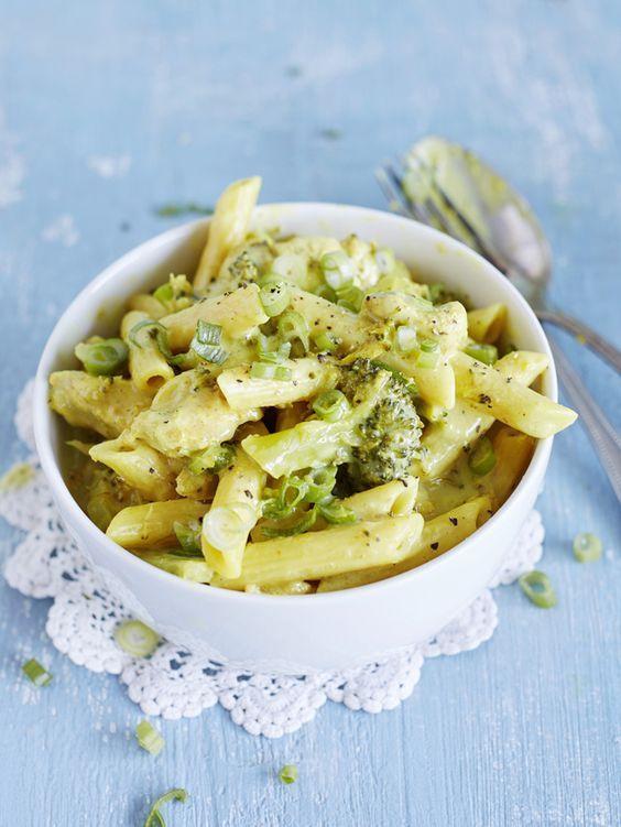 One pot -kanapata valmistuu vain yhdessä keittoastiassa, ja mukana on myös parsakaali ja pasta!