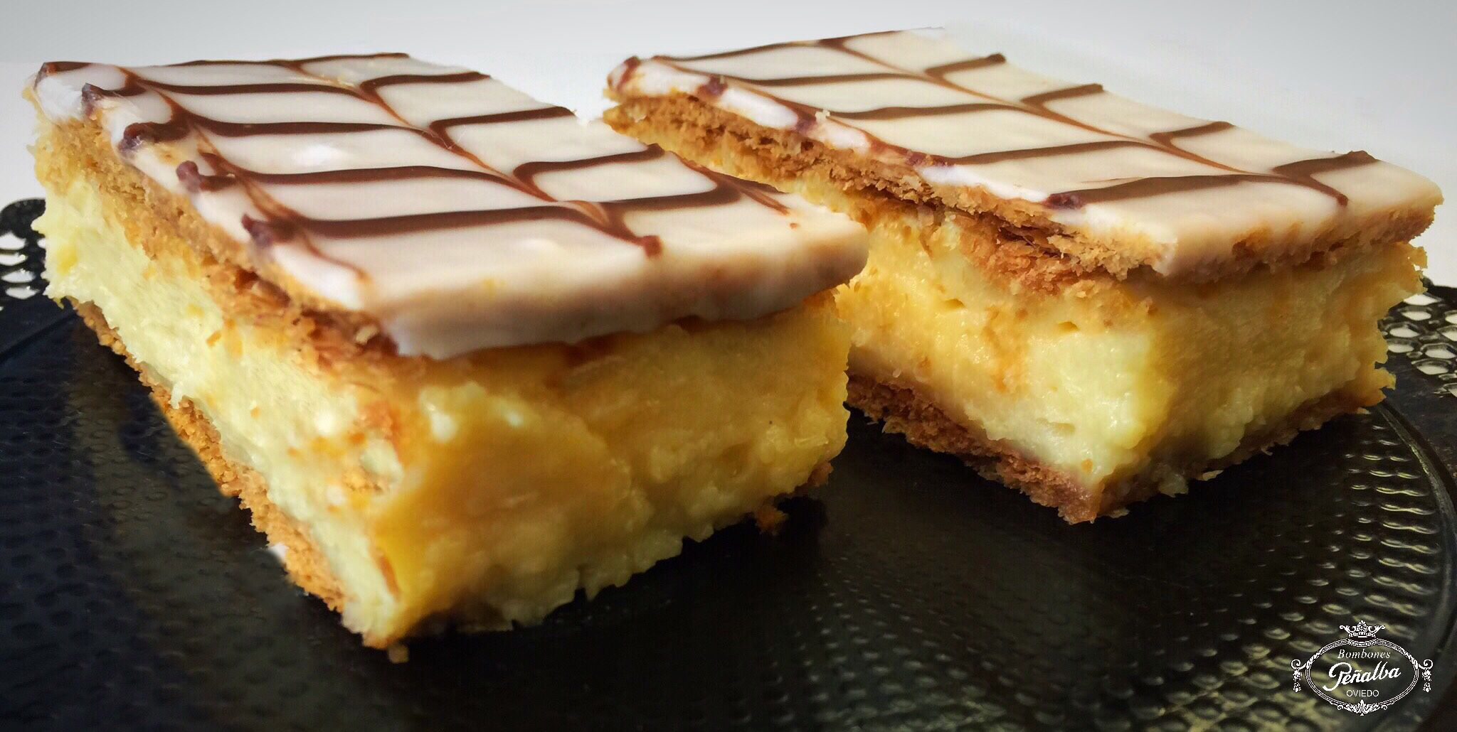 Pastel de Milhojas, Deliciosa crema pastelera con hojaldre.  Mmmmmmm.... 😍😍😍 #bombonespeñalba #oviedo #milhojas #pastel #delicious #sweet #instafood