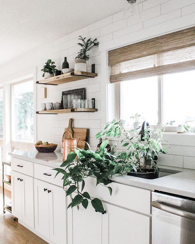modern white farmhouse kitchen with open shelving in 2020 with images white farmhouse on farmhouse kitchen open shelves id=72927