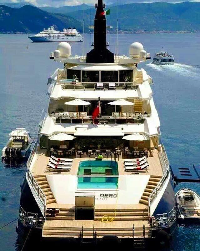 """The iconic pool of """"ALFANERO"""" by OceAnco"""