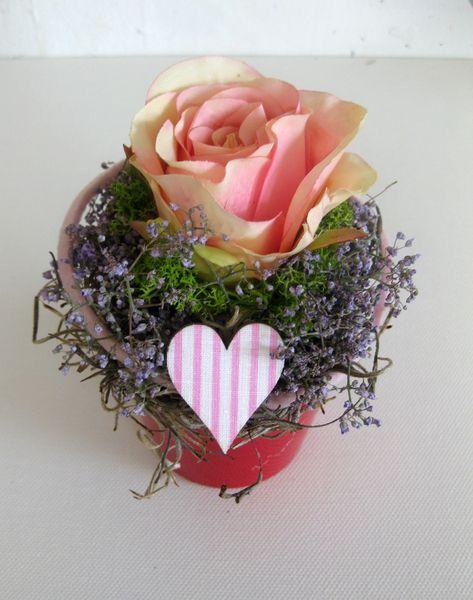 Blumendekoration - Tischdeko - Rosen - Gesteck von kunstbedarf24 auf DaWanda.com
