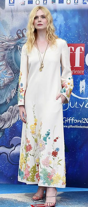 Latest Celebrity News Gossip Photos Tv Showbiz Daily Mail Online Elle Fanning Style Elle Fanning Floral Gown