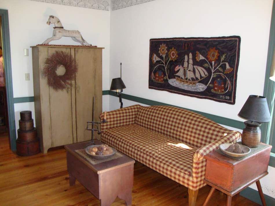 Primitive Livingroom Hooked Rug Sofas I Like Primitive Living Room Primitive Primitive