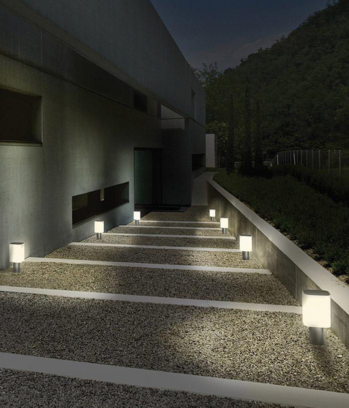 Iluminaci n exterior sendero alumbrado con balizas for Iluminacion exterior jardin