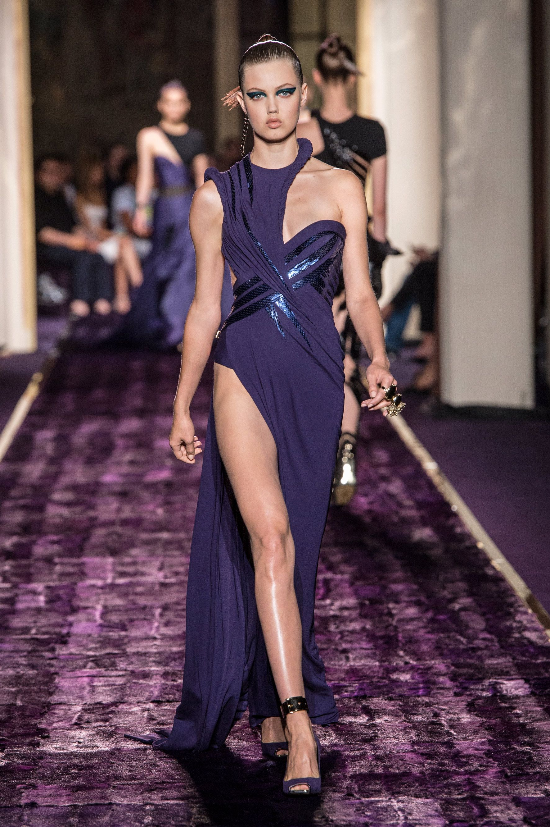 Look 15 - #AtelierVersace Fall/Winter 2014 fashion show. #Versace ...