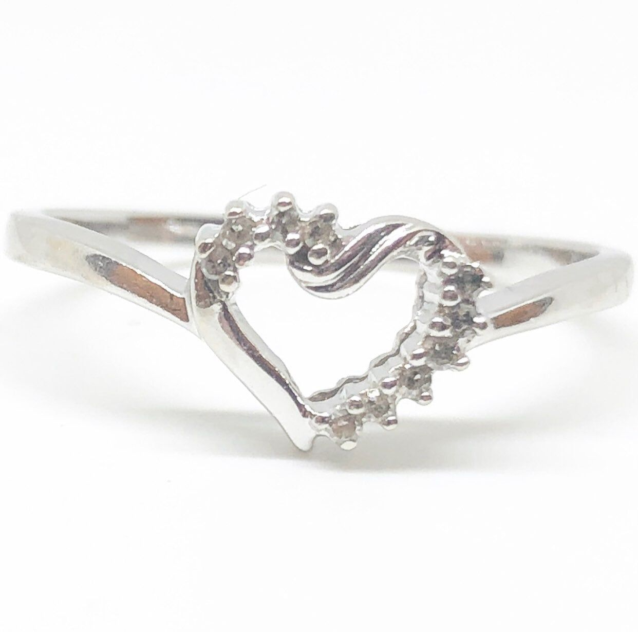 This Is An Absolutely Beautiful Genuine Natural Diamond Heart Ring In Solid 10k White Gold Size 7 T Diamond Heart Ring Kay Jewelers Rings White Gold Diamonds