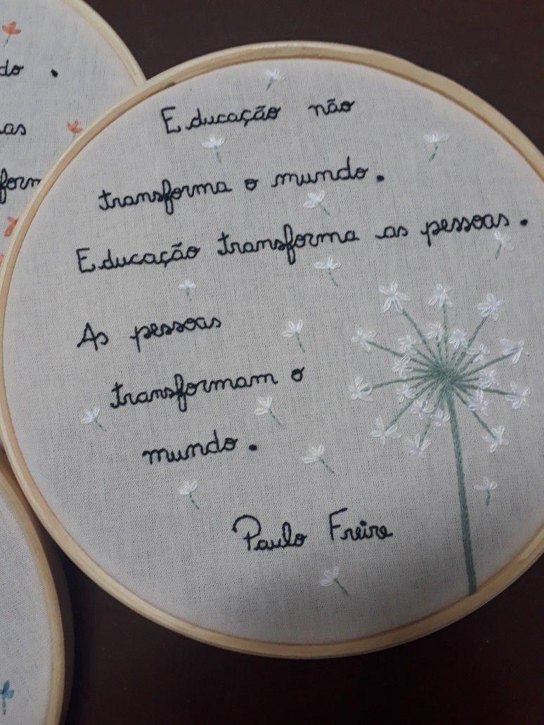 Frase De Paulo Freire Bordada Em Bastidor A Mao Livre Com Flores