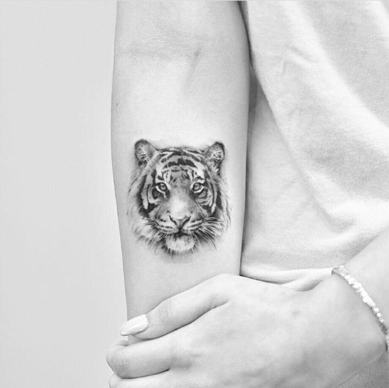 tiger tattoo tattoo ideen pinterest tattoo ideen eine t towierung und tattoo vorlagen. Black Bedroom Furniture Sets. Home Design Ideas