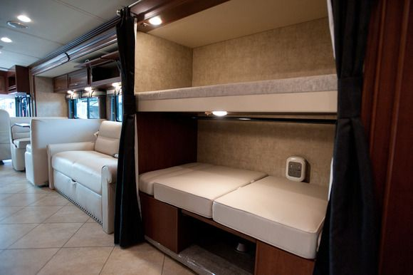 Rv 2014 The Winnebago Forza Is A 38ft Long Rv That Uses A