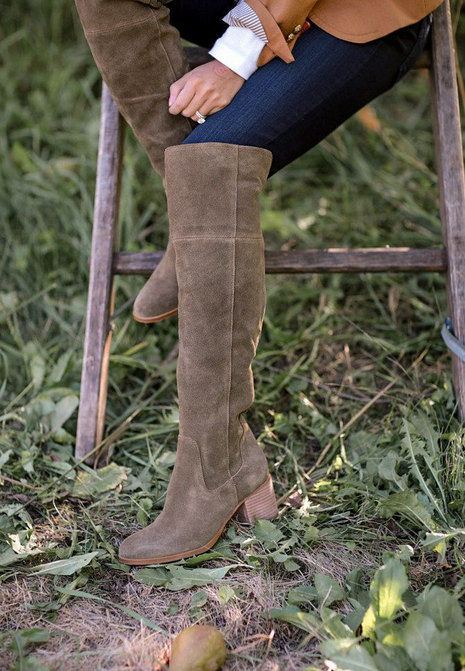 e53173e65de Fall Trends: 4 (Petite Friendly) Ways To Style Over The Knee Boots ...
