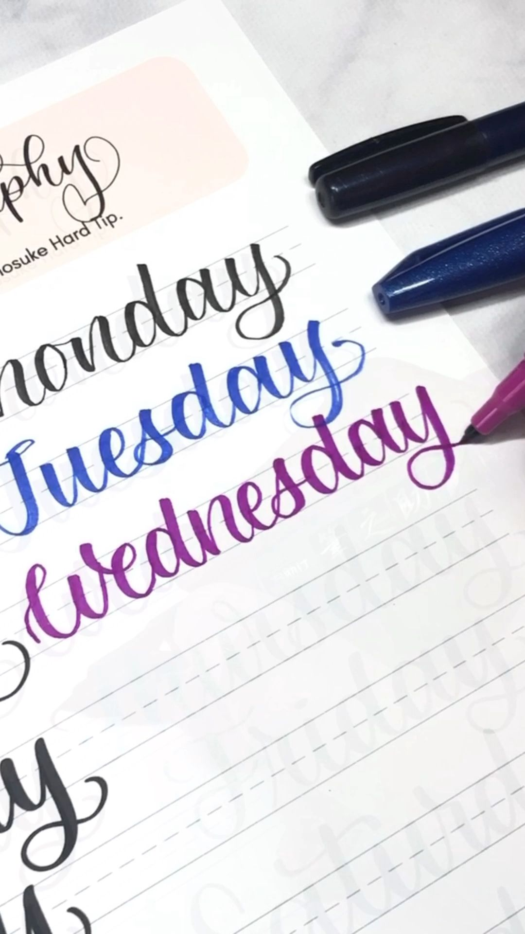 Learn to letter the days of the week | lettering for bullet journal  #bulletjournal #vialdesigns #bujolettering #learnlettering #calligraphypractice
