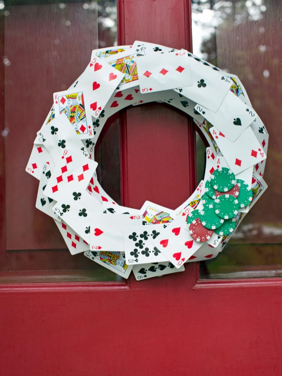 Wreath from old christmas cards - Prepping For Holiday Guests Shop Your Home And Turn Old Stuff Into Creative New Christmas