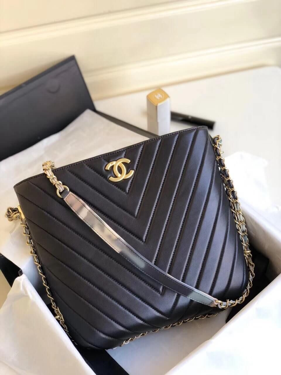 72ae8ceff2af Chanel Chevron Leahter Multicolor Chain Bucket Bag Black 2018 ...