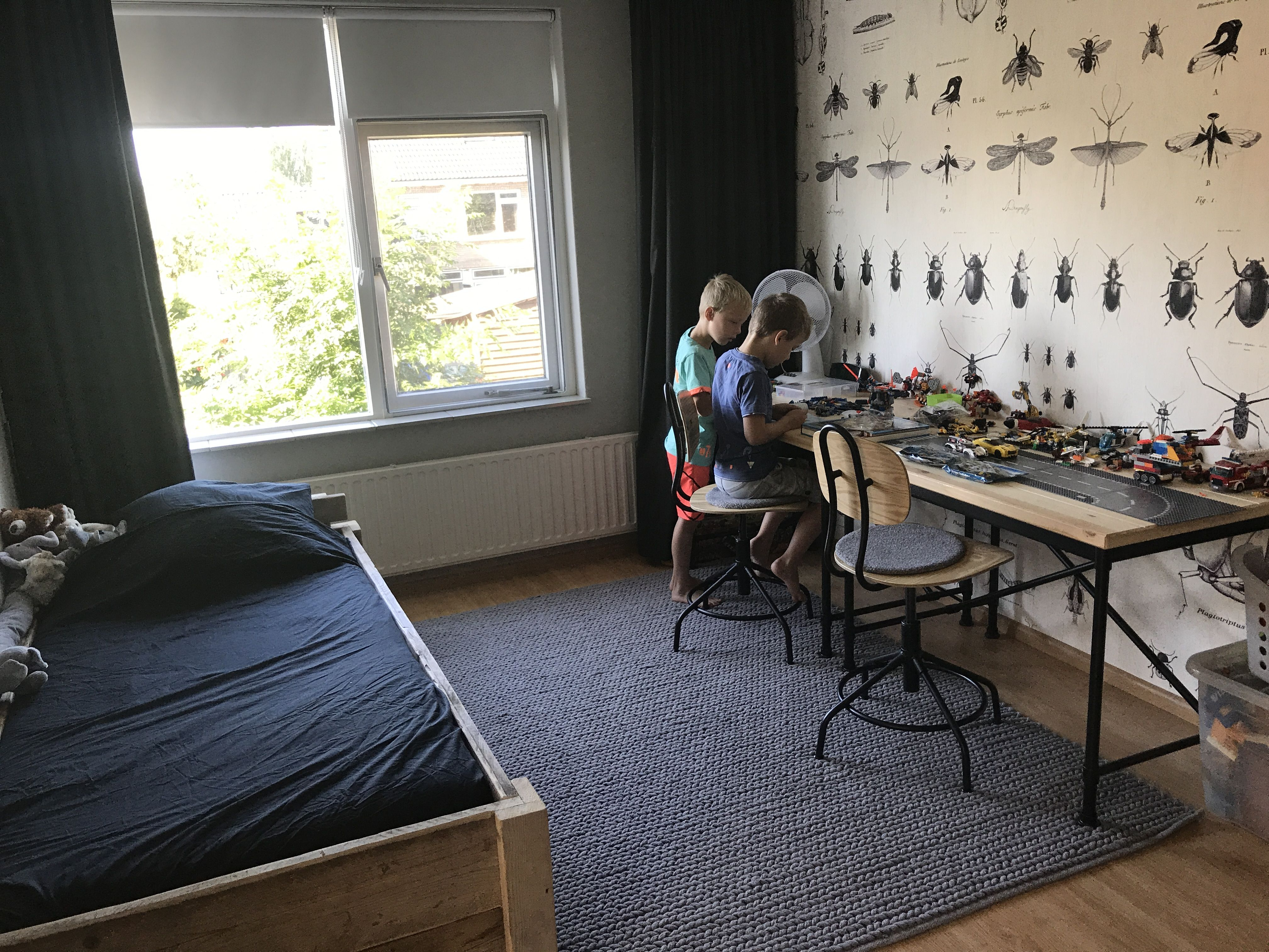 Slaapkamer jongen 7 jaar muren f&b pavilion grey behang onszelf