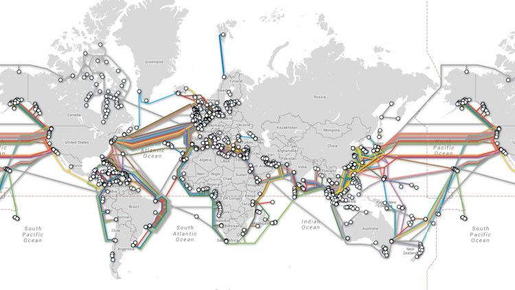 Cada vez que visitamos una página web o enviamos un mensaje electrónico los datos atraviesan una intrincada red de cables subacuáticos que atraviesan varias partes del mundo.