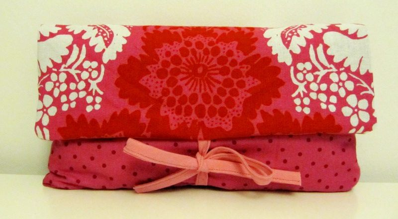 Pink clutch bag with some Ananas fabric from Marimekko (07/2012)
