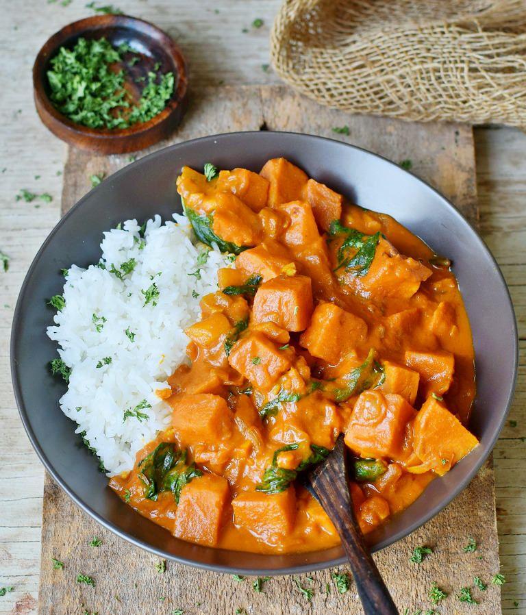 Süßkartoffel-Curry mit Spinat und Kokosmilch | einfaches Rezept - Elavegan