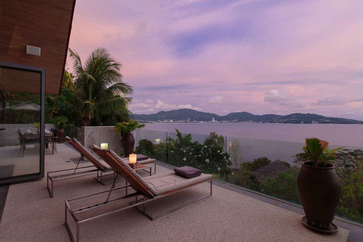 Enjoy the incredible sunset view over the Andaman Sea at Villa Benyasiri, Samsara Villas Phuket.