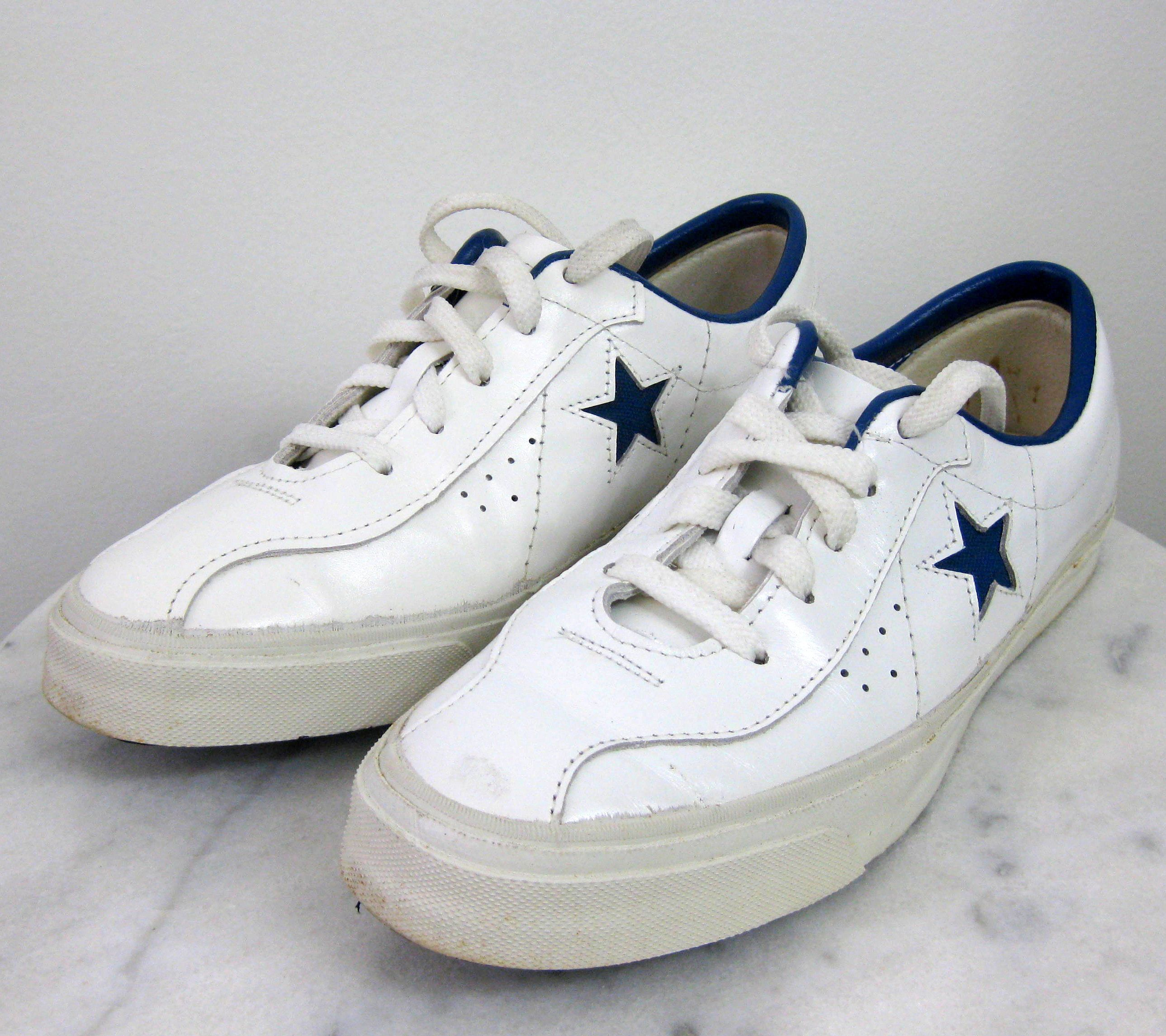 Descompostura cadena Rebajar  1974 Converse All Star Tennis Sneakers Size 7 White Leather One Blue Star  Rare in 2020 | Converse all star, Tennis sneakers, Converse