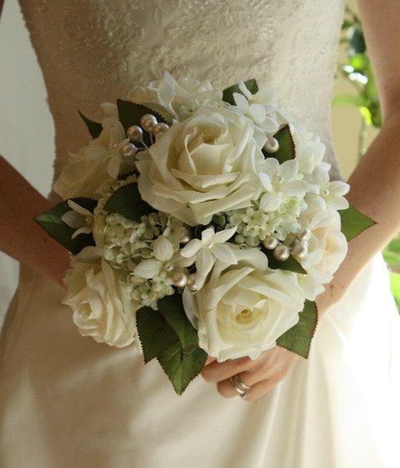 Gelsomino Bouquet Sposa.White Wedding Bouquet Roses Pearls Stephanotis Winter Wedding