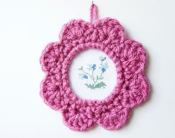 Crochet Picture Frame Pattern by JaKiGu. PDF Crochet Pattern.