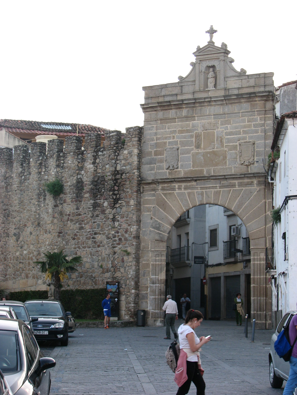 La Puerta Del Sol En El Recinto Amurallado De Plasencia