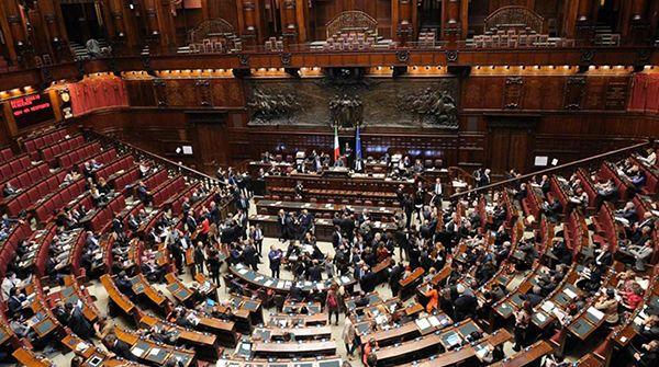 L'Italicum è legge. Funzionerà? Ecco cosa risponde la scienza http://www.sapereweb.it/litalicum-e-legge-funzionera-ecco-cosa-risponde-la-scienza/         (foto: Ap/LaPresse)  Alla fine l'Italicum è arrivato in Parlamento, è stato appena approvato (334 sì contro 61 no), con alcune modifiche rispetto alla proposta iniziale che avevamo analizzato in passato, ed entrerà in vigore dal primo luglio 2016. La...