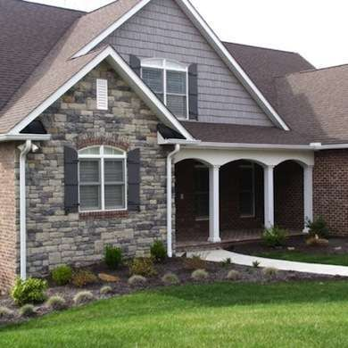Stone Veneers 10 Rock Solid Looks For Your Walls Stone Siding Exterior Exterior Stone Exterior Rock Siding