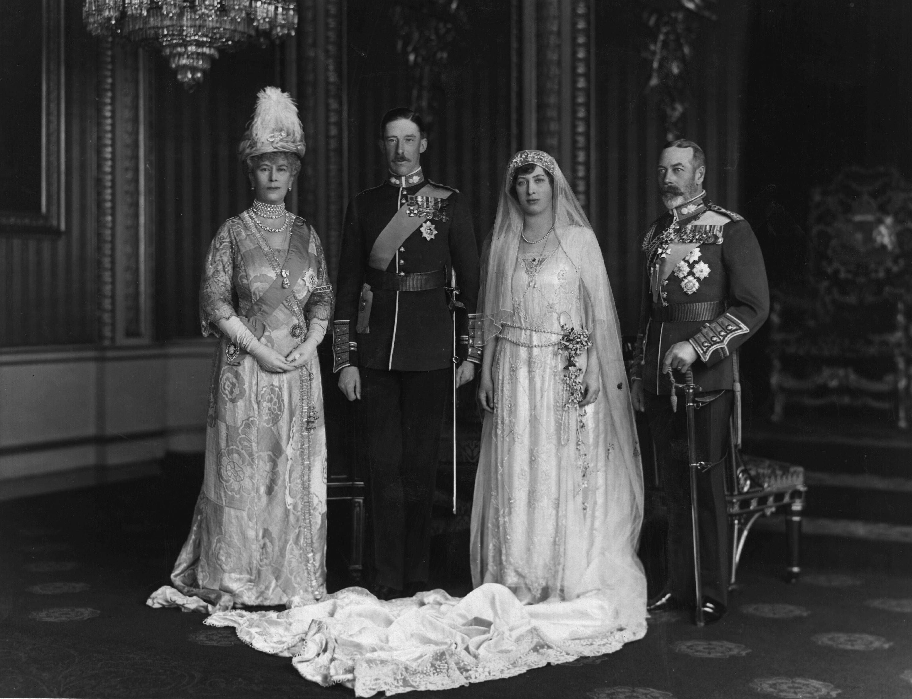 Pin By Tara Harrington On The Royal Mob Royal Wedding Gowns Royal Weddings Chic Vintage Bride [ 2280 x 2972 Pixel ]