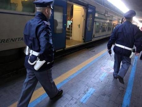 REGGIO CALABRIA Un uomo di 41 anni, che si trovava agli arresti domiciliari, ha evaso i domiciliari per recarsi in stazione e