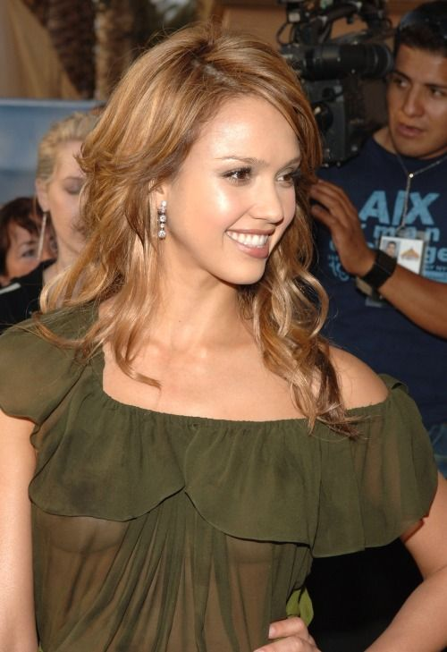 Gotcelebs  Naked - Jessica Alba - See-Thru At 2005 Mtv -8797