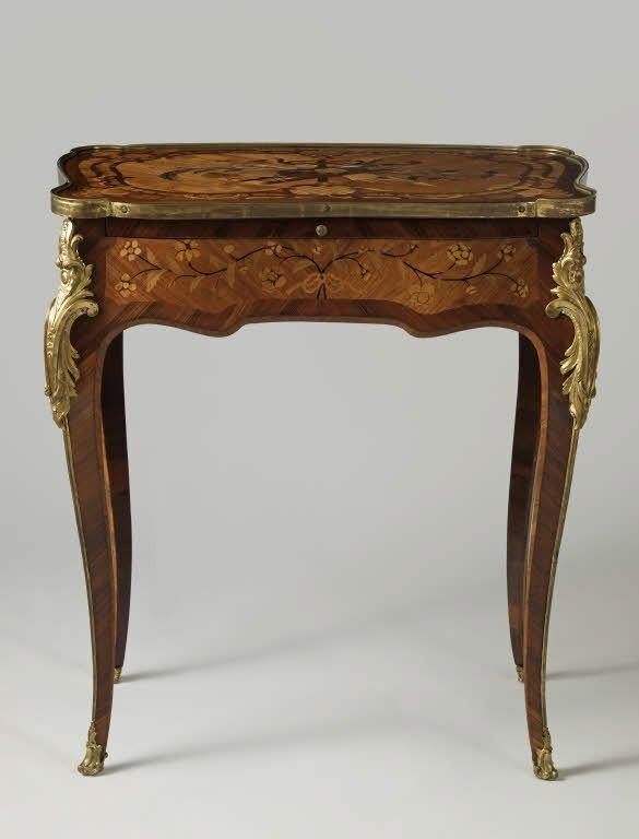 Estampillée Gilles JOUBERT Table à écrire Vers 1765 Paris Bâti de ...