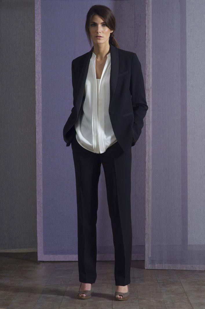 Look habillé noir et blanc. Un style sobre et chic. Look représentatif de  l élégance à la française. Veste tailleur 0f55f6c169d8