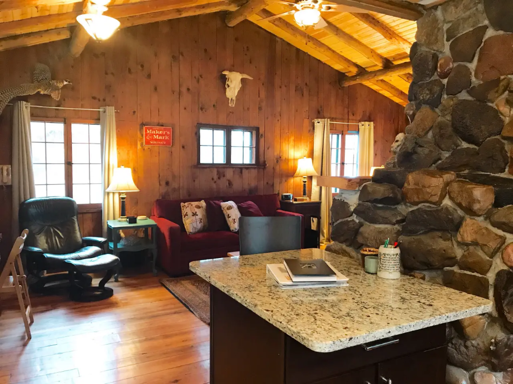 Cozy Historic Log Cabin On Tainter Lake Cabins For Rent In Menomonie Lake Cabins Vacation Home Cabin