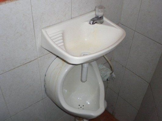 The 18 Worst Bathroom Fails Of All Time… #12 Would Make Me Hold It In. - http://www.lifebuzz.com/bathroom-fails/