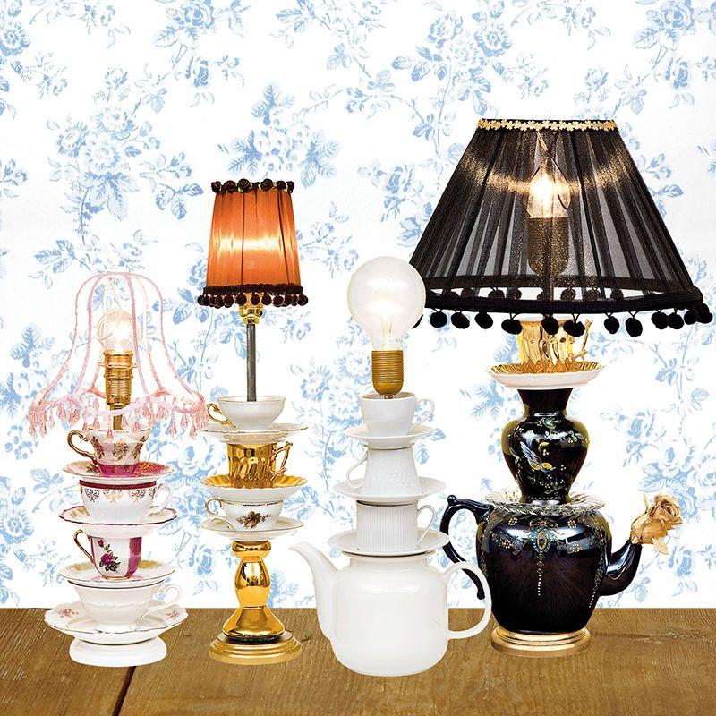 Vad får man om man korsar en kaffeservis med Alice i Underlandet? Jo, en ljus idé – och en sagolik lampa! Fynda udda koppar på loppis och gör den själv. Av Lina Tenow