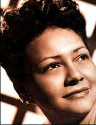Quien recuerda a ésta magnifica intérprete,la favorita del compositor Agustín Lara..Poosedora de una voz única..participó Toña la Negra en alguna película de la época de Oro?