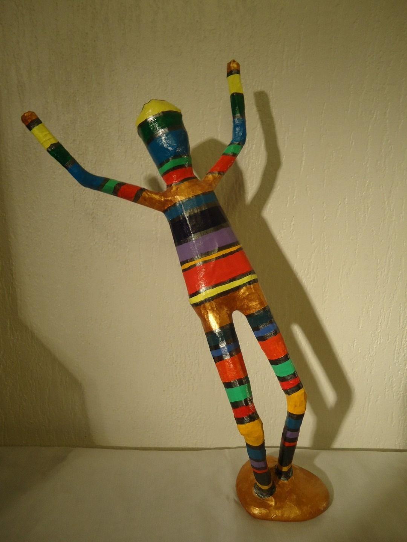 papier mache sculpture oscar bonhomme multicolore en papier mach sculptures gravures. Black Bedroom Furniture Sets. Home Design Ideas