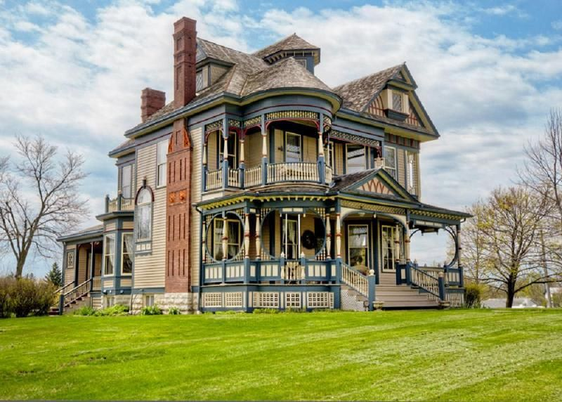Perfect House For Some Grand Illusions Color Spectrum Color Vinyl Fence Color Fence Illusionsfenc Old Victorian Homes Victorian House Plans Victorian Homes
