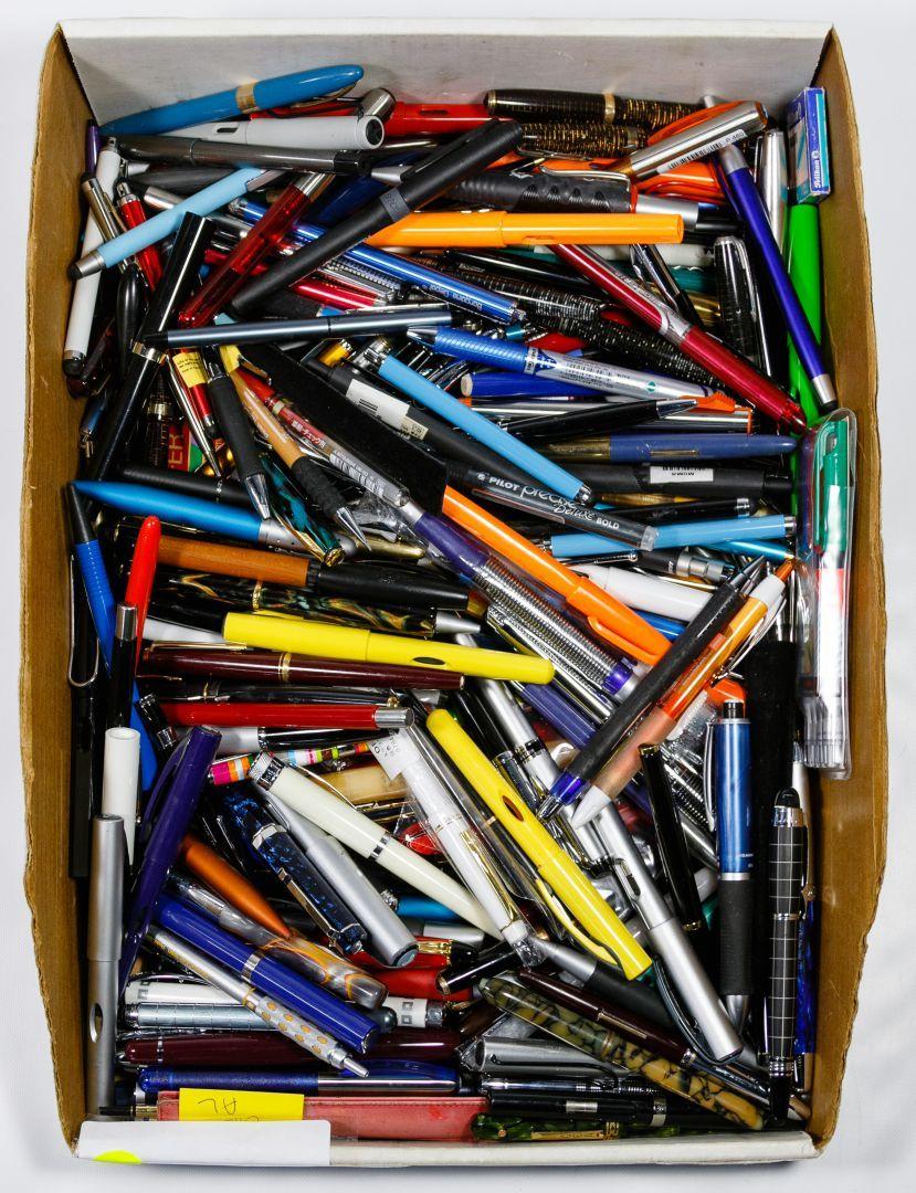 Lot 381 Pen Assortment Pens Including Examples From Cross Chameleon Banker Eversharp Shaeffer S Padrino A Schaefer S Desk S Retail Display Pen Desk Set