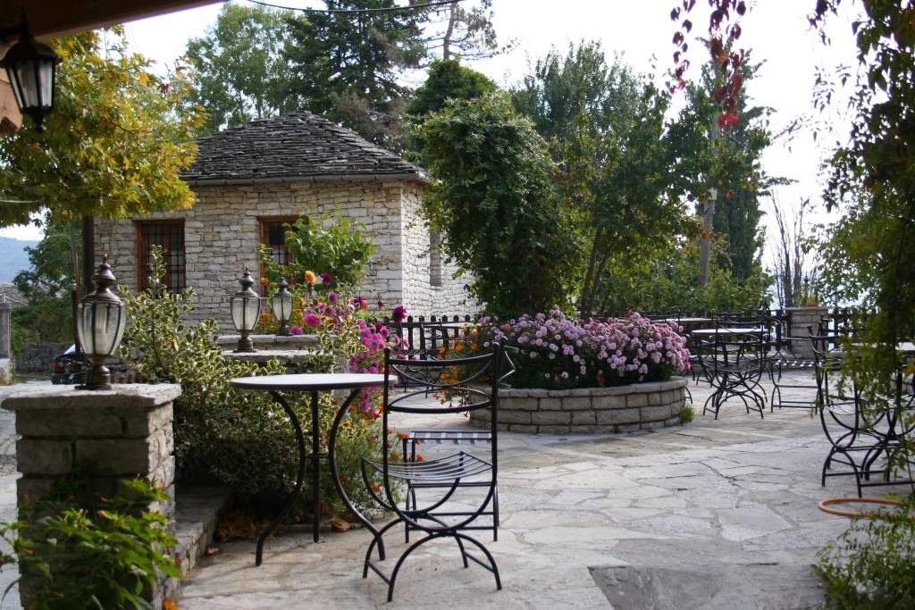 Το χωριό Βίκος διαθέτει μια πολύ περιποιημένη πλατεία, Ζαγοροχώρια,  Ιωάννινα, Ήπειρος | Greece, Romantic city, Beautiful views