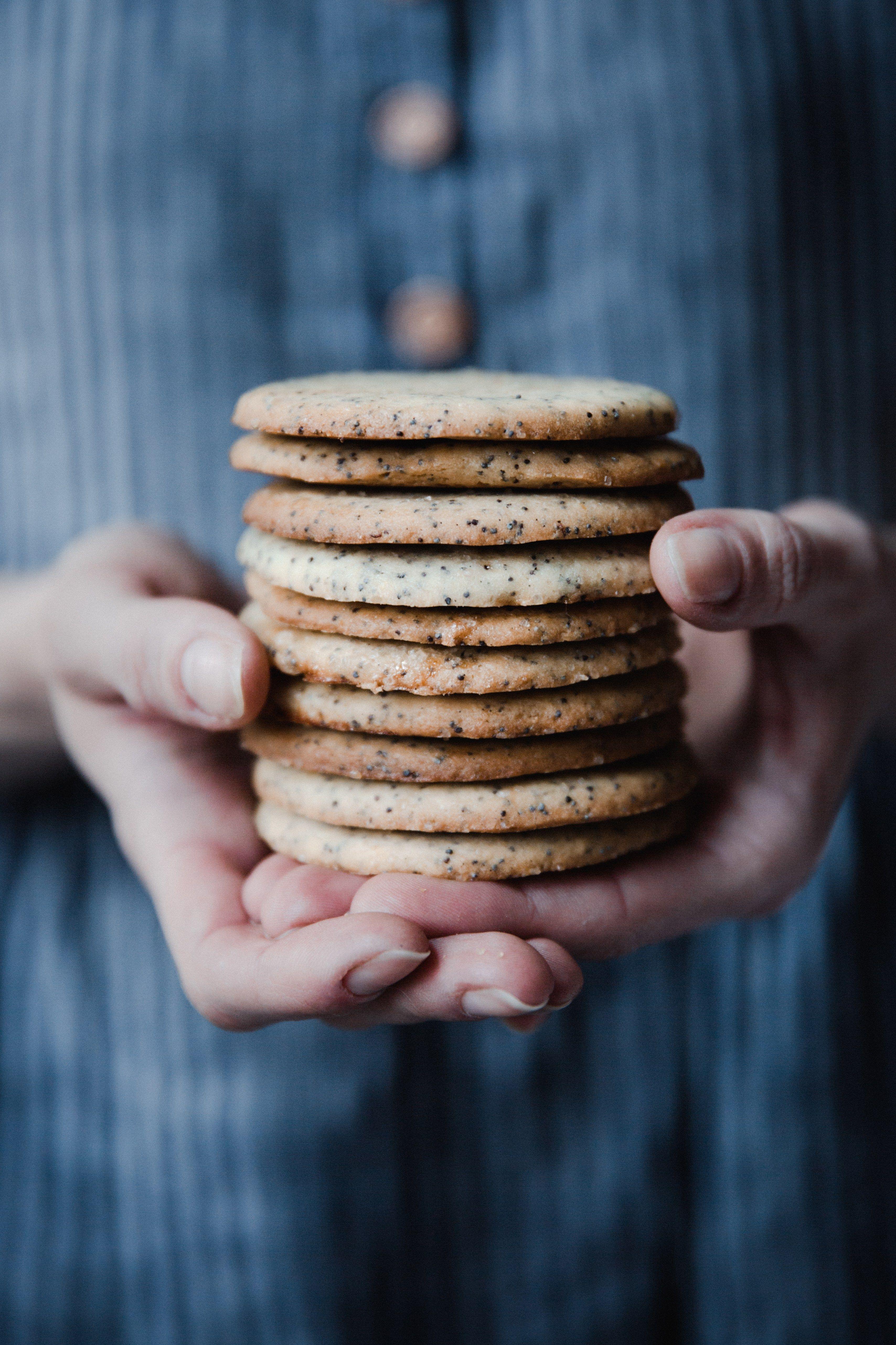 lemon poppyseed cookies // ohhoneybakes.com