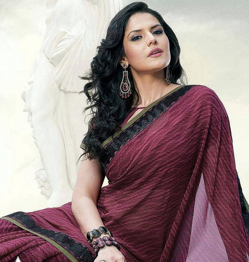 Bollywood Acterss Zarine Khan In Black And White Printed Floral Saree With Lace Border Paired Halter Neck Blouse
