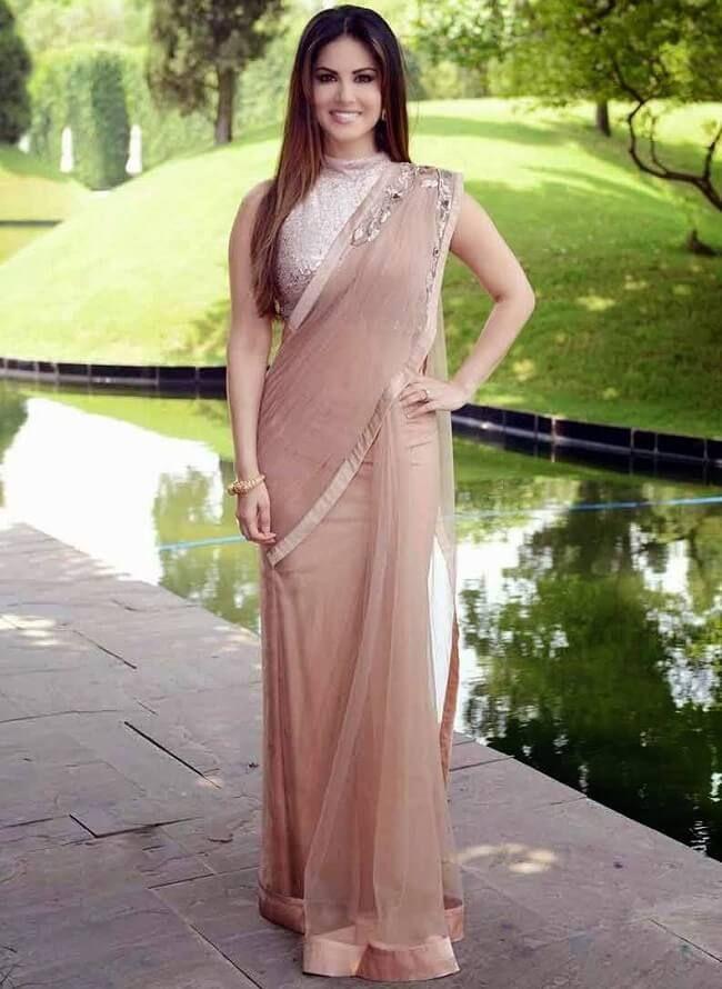 Sunny Leone sehr sexy Bilder