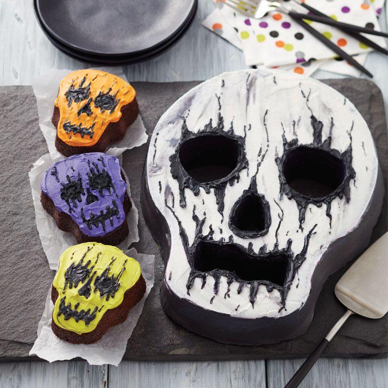 Wilton Creepy Halloween Skull Cake - Halloween dessert ideas - skull - halloween dessert ideas